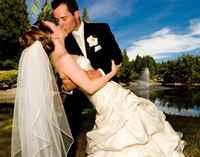 Сочетание свадебного платья и костюма: на что обратить внимание