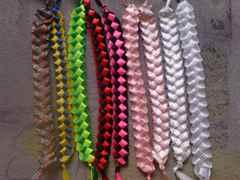 Фенечки - Как плести фенечки - Плетение фенечек из ниток мулине него потребуются капроновые нити, тонкие иглы, леска...
