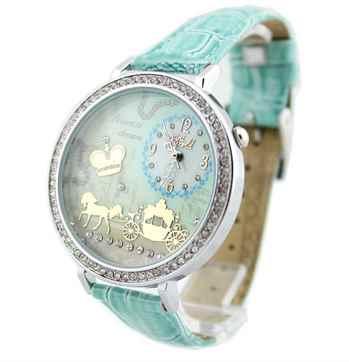 женские часы имеют циферблат, который