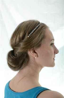 Причёски с резинками вокруг головы
