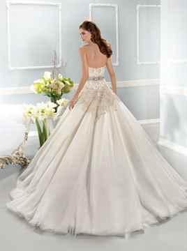 Идеи оригинального украшения свадебных платьев