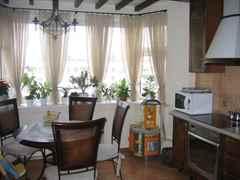 большая кухня с эркером дизайн фото #10