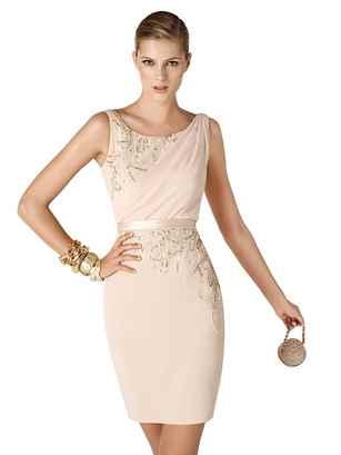 Какое оно, коктейльное платье, о котором сейчас пойдет речь, чем оно отличается от других вечерних платьев? Как и любое другое, вечернее платье