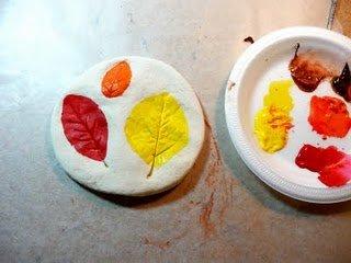 Листочки на соленом тесте