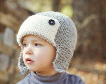 Чудесная серая шапка для мальчика
