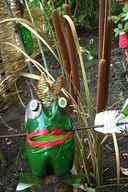 Как сделать лягушку из бутылок своими руками