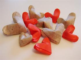 Как сделать много маленьких сердечек из бумаги 703
