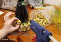 Бутылка ананас из конфет своими руками