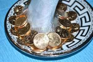 Кружка из монет фото