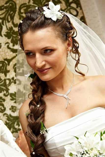 прически свадебные с косами и фатой