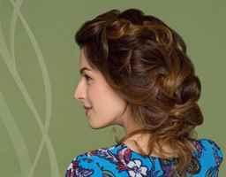 Косы на средние волосы, вариации причесок с косичками