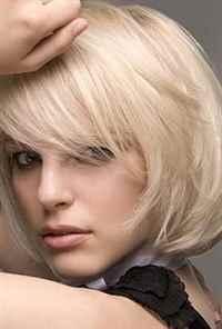 Прически на средние волосы с челкой на каждый день своими ...