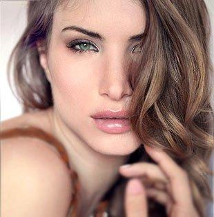 Какой цвет волос подходит серо-зеленым глазам