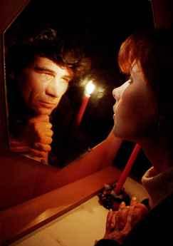 Гадание на зеркале и свече на суженого, гадание на перекрестке