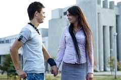 Что означает если парень улыбается девушке