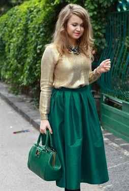 Что носить с зелёной юбкой