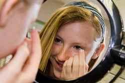 Со скольки лет можно носить контактные линзы