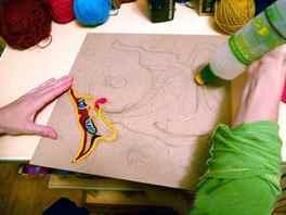 Как сделать картину из ниток на картоне