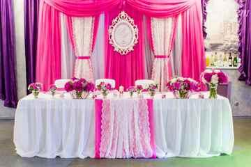 Как украсить свадебный президиум