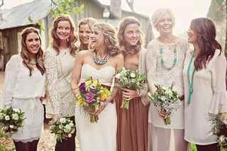 16d2d2ceb2f43d3 ... ни в коем случае не стоит затмевать их образ своей неотразимостью.  Поэтому давайте выясним, какой стиль на свадьбу для гостей будет самым  оптимальным.