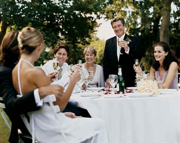 Оригинальные поздравления на свадьбу от родственников