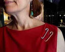 Как правильно одеть булавку от сглаза