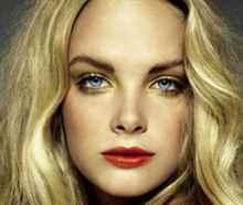 Красная помада для блондинок с карими глазами