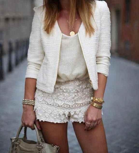 Белые ажурные шорты с чем носить