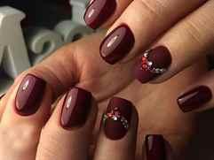 Ногти в цвете марсала