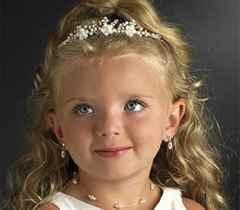 Фото причесок с диадемой для девочки