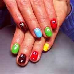Разноцветные ногти: фото 51