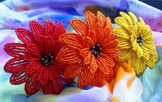 Цветы из бисера герберы