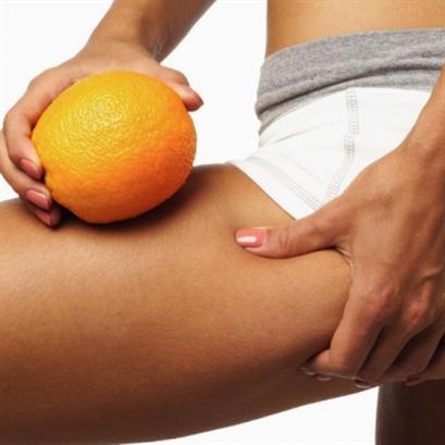 Выполнение массажа скалкой от целлюлита в домашних условиях
