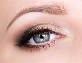 Легкий макияж в школу для карих глаз