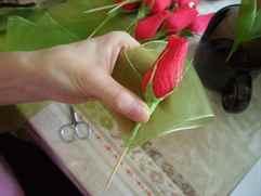 Бутон розы из гофрированной бумаги мастер класс с пошаговым