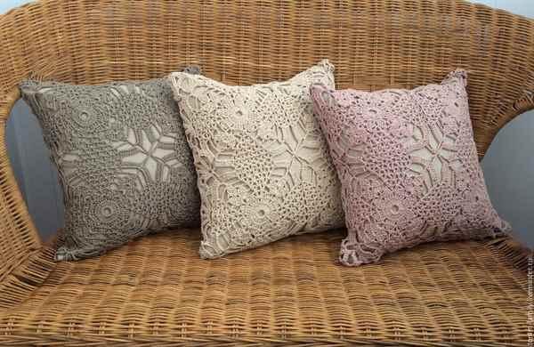 Декоративные подушки спицами своими руками 73