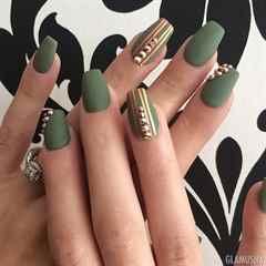 только ногти зеленые с золотом