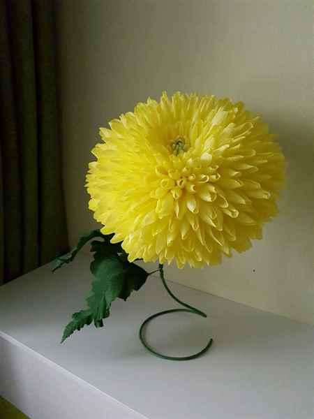 Цветы из гофрированной бумаги георгины с конфеткой, хенд мейд 71