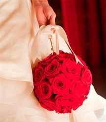 Свадебные букеты шариком фото из красных роз