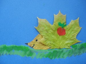 Аппликация ежик из листьев клена
