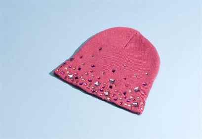 Как украсить вязаную шапку своими руками