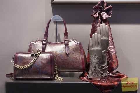 12517baa86cc Это всемирно известные бренды давно держат лидирующие позиции на мировом  рынке. На российском рынке их представляет интернет-магазин итальянских  сумок ...